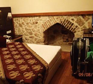 Zimmer kleiner,als auf den Fotos Mediterra Art Hotel