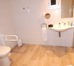 Großes Bad in einem behindertengerechten Zimmer JS Hotel Sol de Alcudia