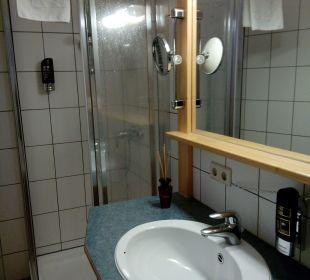 Waschbecken und Dusche Hotel Gartnerkofel