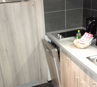 Kitchenette, fridge - the big door under microwave Adagio City Aparthotel Berlin Kurfürstendamm