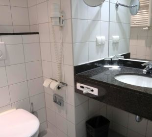 Badezimmer, zu klein! Hotel Courtyard by Marriott München City Center