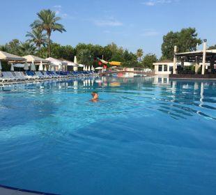 Aktivpool, rechts Poolbar Sunis Elita Beach Resort