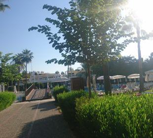 Weg vom Strand zur Anlage Hotel Club Kastalia