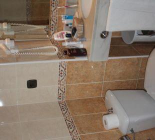 Bad mit WC und ein Teil des Waschtisch