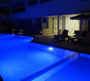 Pool bei Nacht Hotel Corissia Princess