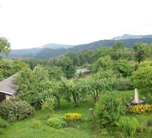 Blick auf die Gartenplätze der einzelnen Appartment