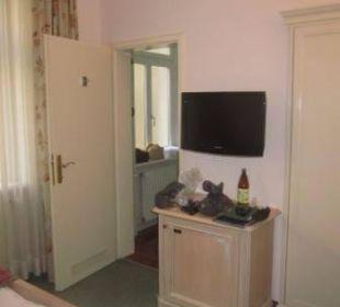 TV und Eingang zum Bad Hotel Erzherzog Rainer