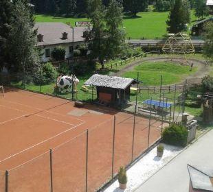 Tennisplatz und Reitplatz Familienhotel Filzmooserhof