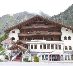 Das Hotel von der Straße aus Sportiv-Hotel Mittagskogel