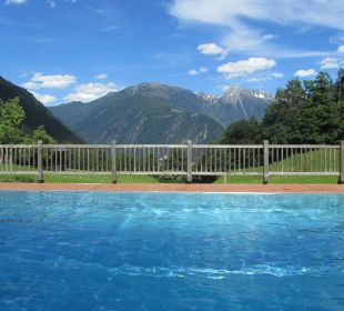 Schwimmbad mit Blick auf Mayrhofen Olympia Relax Hotel Leonhard Stock