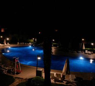 Der Pool bei Nacht Hotel The One Club