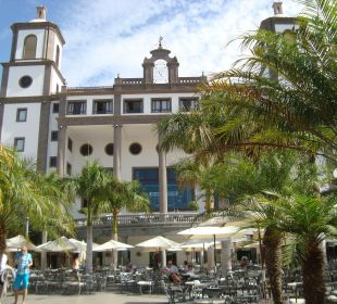 Plaza Lan - Empfang und Musik am Abend Lopesan Villa del Conde Resort & Spa