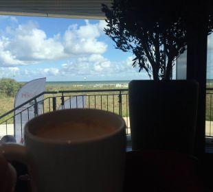 Ausblick beim Frühstück a-ja Warnemünde. Das Resort.