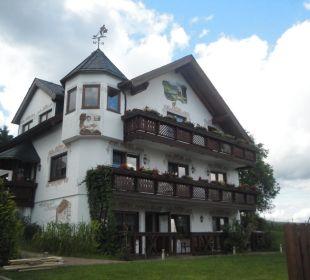 Seitenansicht vom Gästehaus Hotel Alpenhof