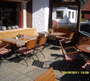 Terrasse vor Restaurant/Bar Hotel Alpin Spa Tuxerhof
