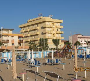 Blick vom Strand auf Hotel Palos Hotel Palos