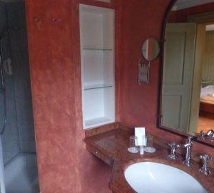 Viel Stauraum im kleinen Bad Hotel Forsthaus Damerow
