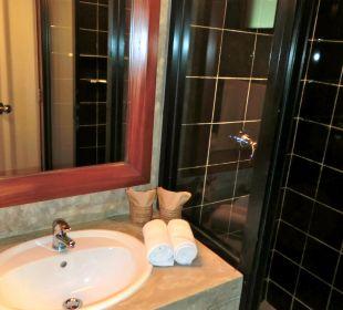 Bad mit Dusche Südtrakt