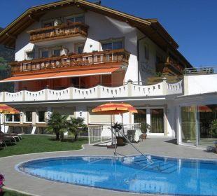 Südseite Wellnesshotel Grafenstein, Sommer Hotel Grafenstein