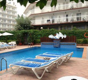 Häuser ringsherum, öfters Schatten Hotel Xaine Park