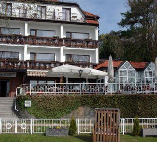Hotel und Terrasse vom Anleger aus Hotel Seelust