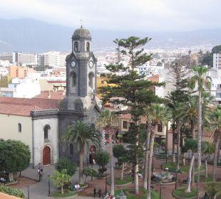 Blick von der Dachterrasse auf die Kirche  und den