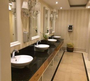 Toiletten in der Lobby Kilikya Palace Göynük