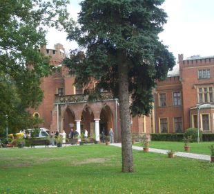 Blick über den Hofpark Hotel Zamek Karnity