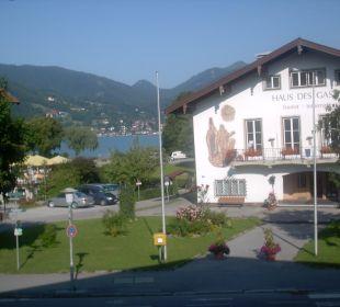 Blick aus dem Fenster zum See und zur Touristik-In Hotel Bellevue