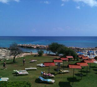 Gartenanlage mit Blick auf den Strand Hotel Mimosa Beach
