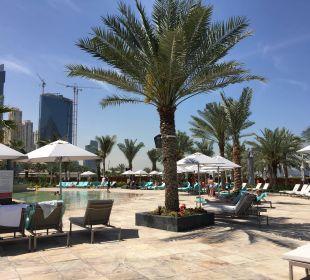Poolanlage - eine der 3 Pools Le Royal Méridien Beach Resort & Spa Dubai