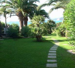 Unser Garten von der Terrasse unsers Bungalows Hotel Residence Fenicia
