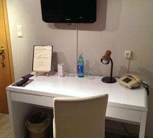 TV mit Schreibtisch Hotel Schmidt-Mönnikes