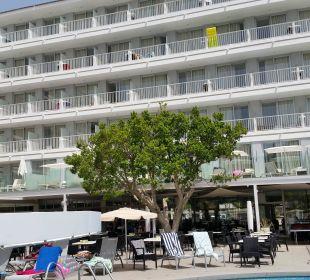Blick vom Pool Richtung Hotel  JS Hotel Sol de Alcudia