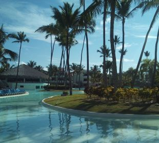 Hauptpool mit Bar Occidental Grand Punta Cana Resort