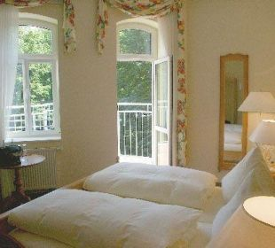 Zimmer 302 in der historischen Wasserburg Hotel Schloss Schweinsburg