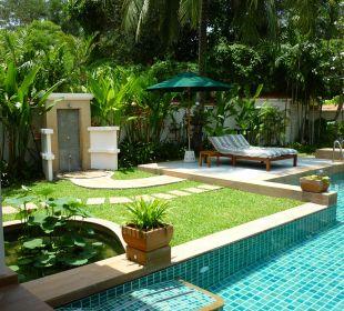 Außendusche und Liegen Hotel Banyan Tree Phuket