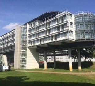 Frontgebäude zum See hin Kongresshotel Potsdam am Templiner See