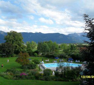 Außenpool und Berge Hotel Alpenhof Murnau