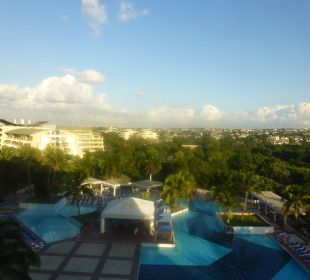Blick zum Pool und Nachbarhotel Memories Miramar Habana