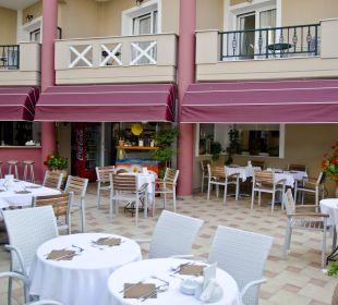 Innenhof zum Frühstück und Abendessen  Evdion Hotel