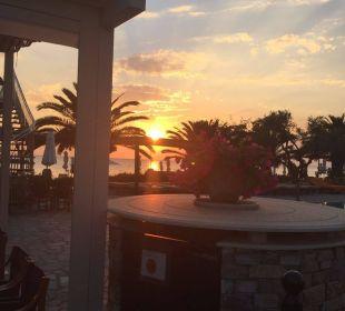 Blick von der Außenanlage Anthemus Sea Beach Hotel & Spa