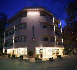 Hotel am Abend Hotel Corissia Beach