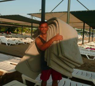 Bülent beim Aufräumen Hotel Side Sun