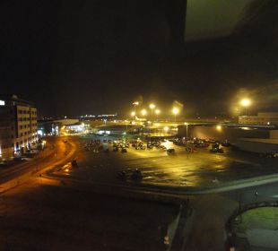 Rollfeld bei Nacht Holiday Inn Express Hotel Bremen Airport