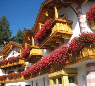 Der Lärchenhof von der Parkplatzseite Hotel Lärchenhof