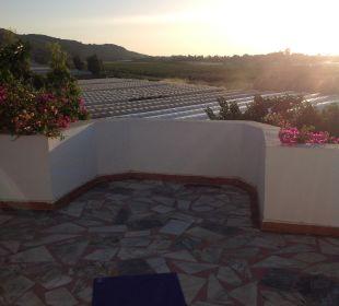 Yoga auf der Dachterrasse Hotel Orkinos