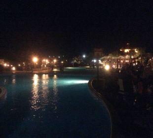 Basen nocą Jungle Aqua Park