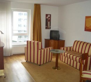 New Living Home: Wohnzimmer NewLivingHome Appartements Hamburg