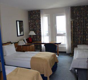 Blick in unser Standard plus Zimmer Hotel Holiday Inn Hamburg